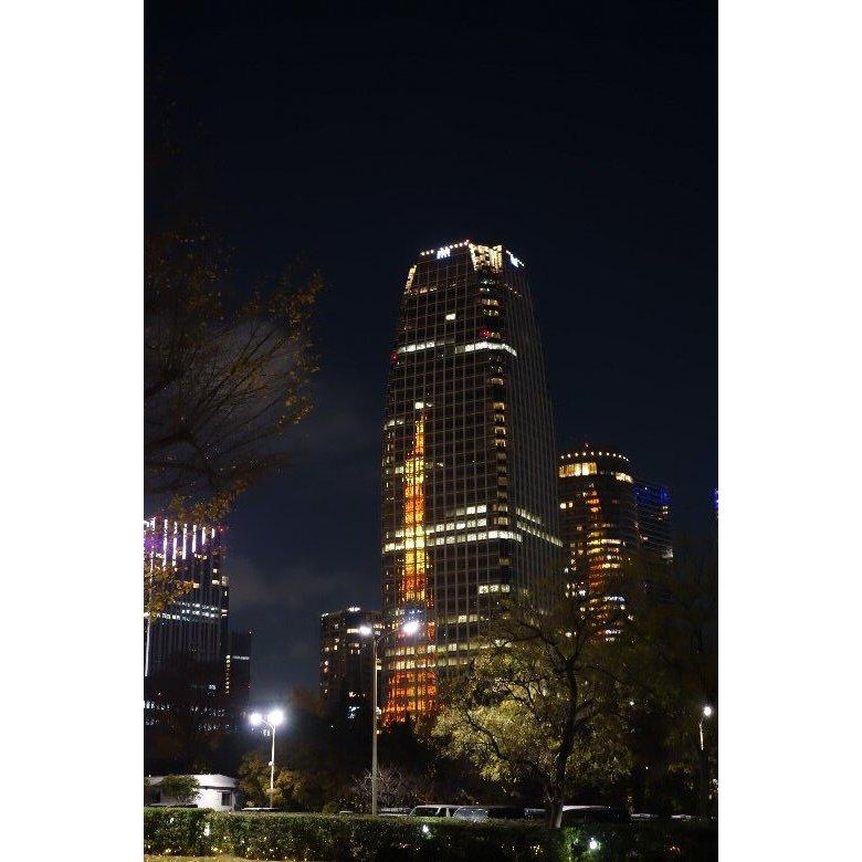ビルに映る東京タワー