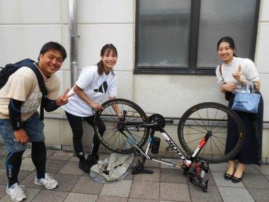 信楽駅で輪行した自転車を組み立てて