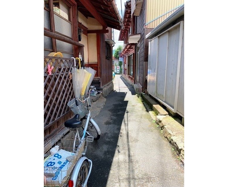沖島の生活を感じる裏道