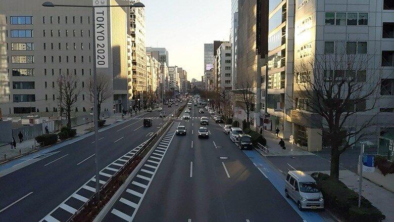 大通りを散走する