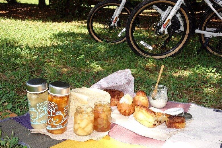 自転車で公園を巡りながら、途中で寄り道しつつ美味しいパンやケーキを買って、お手軽ピクニック!